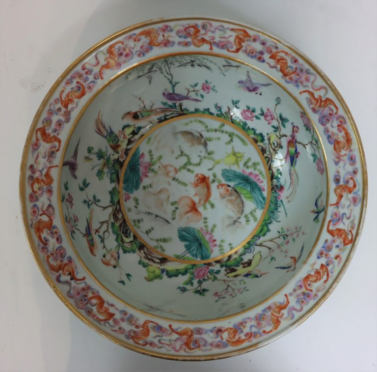 Important Qing Dynasty Famile Bowl in Fine Condition
